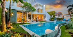 DESIGNER VILLA SURROUNDED WITH FRILLS AND SPILLS