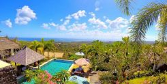 Freehold resort for sale in Uluwatu, with uninterrupted ocean views